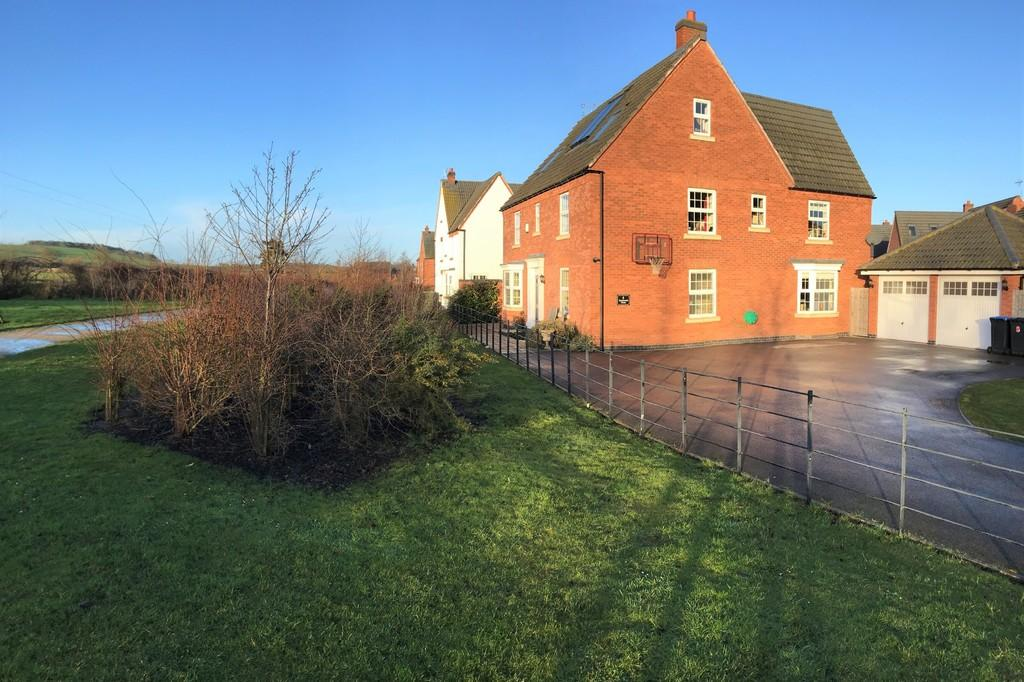 6 Bedrooms Detached House for sale in Southwold Close, Market Harborough