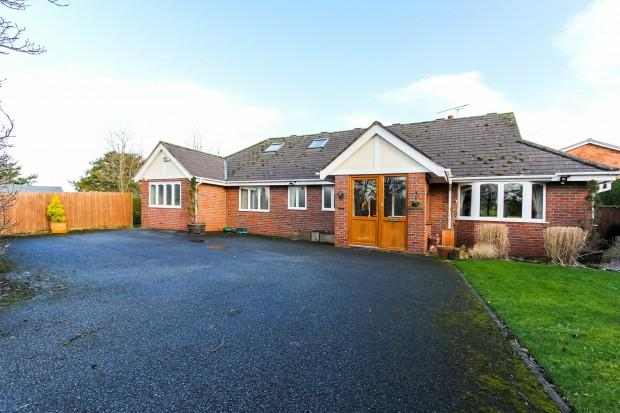 3 Bedrooms Bungalow for sale in The Paddock Guilden Sutton, Church Lane, Chester, CH3