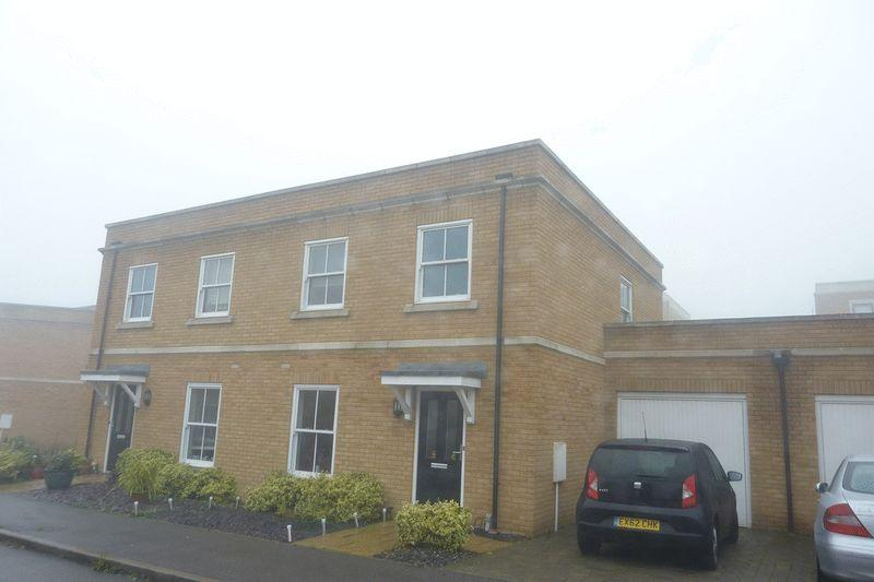 3 Bedrooms Semi Detached House for sale in Ashes Road, Southend-On-Sea