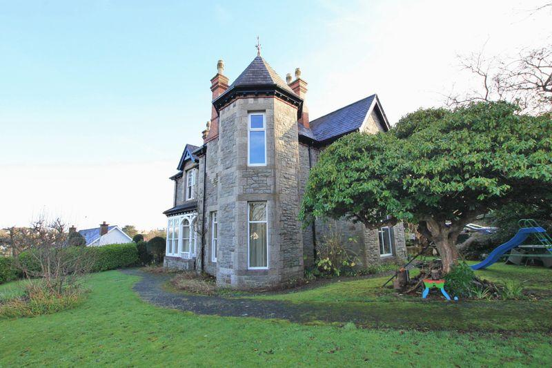 5 Bedrooms Detached House for sale in Bangor, Gwynedd