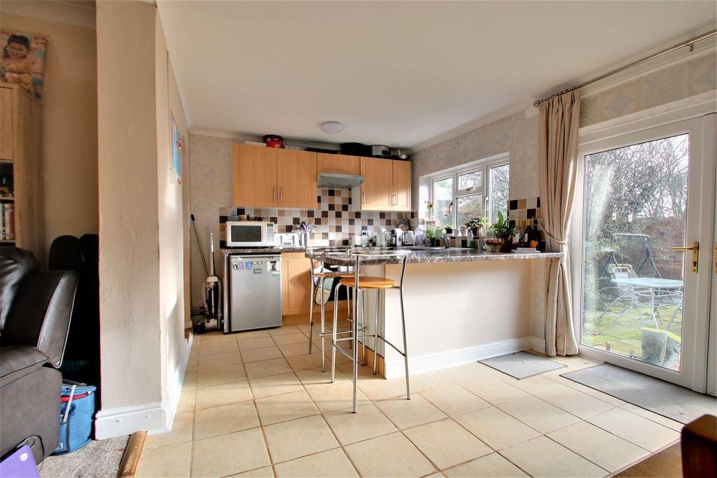 4 Bedrooms Bungalow for sale in Tudor Estate