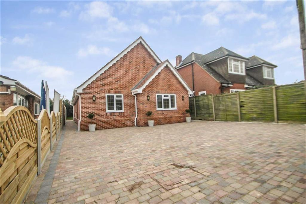 3 Bedrooms Detached Bungalow for sale in Betts Green Road, Little Clacton