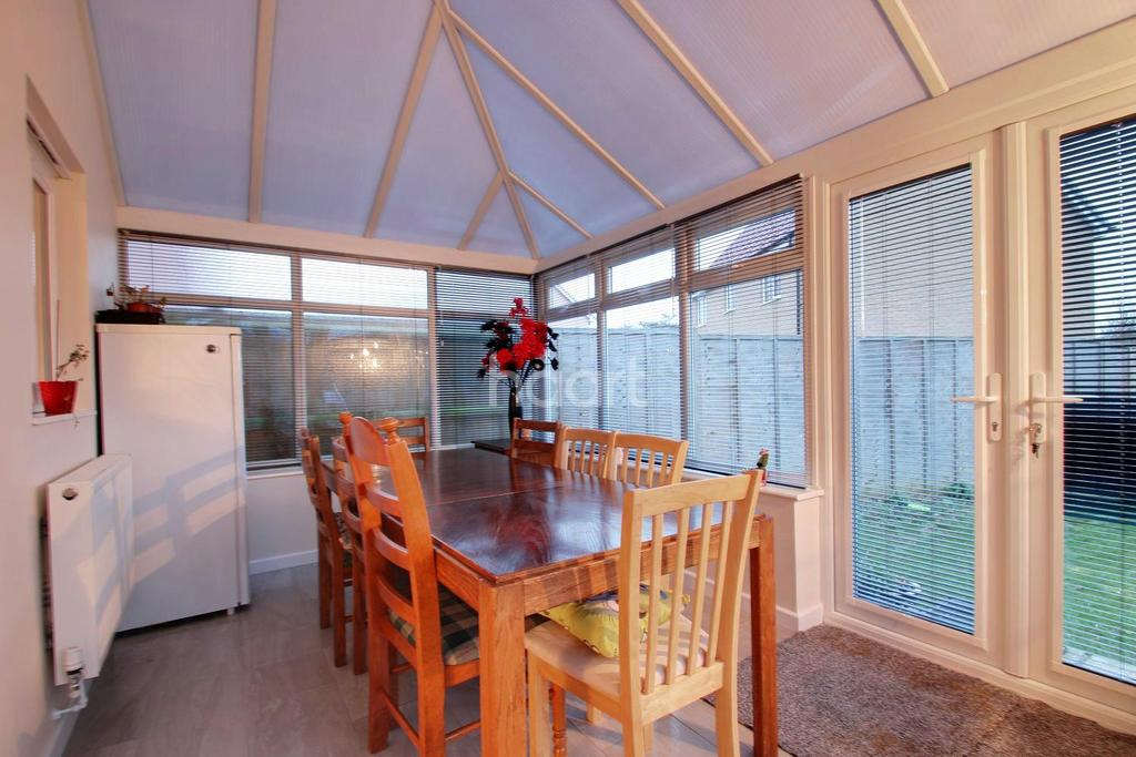 3 Bedrooms Semi Detached House for sale in Blenheim Gate
