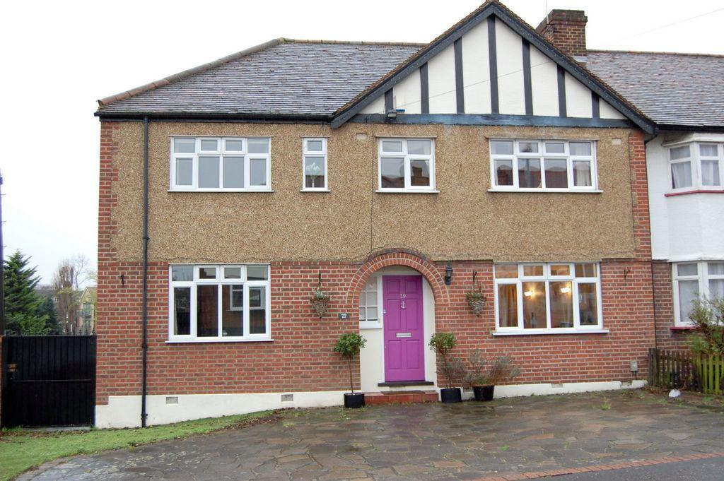 3 Bedrooms End Of Terrace House for sale in Holly Close, Buckhurst Hill, IG9