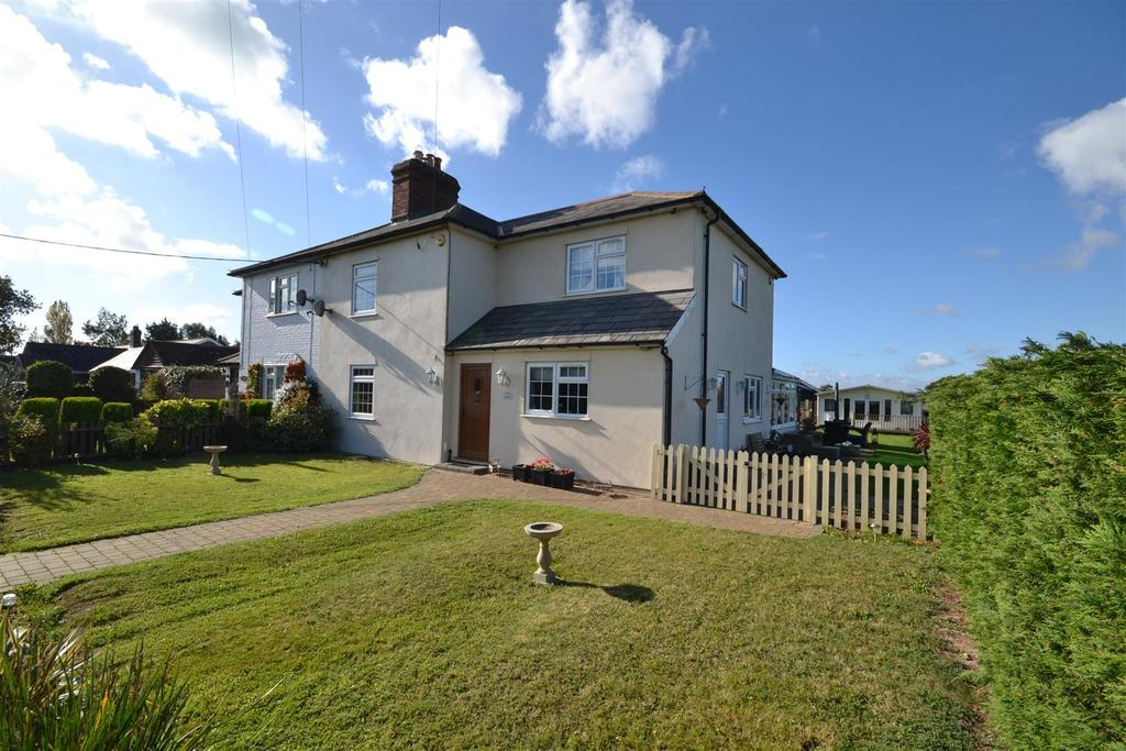 5 Bedrooms Semi Detached House for sale in Manor Road, Dengie