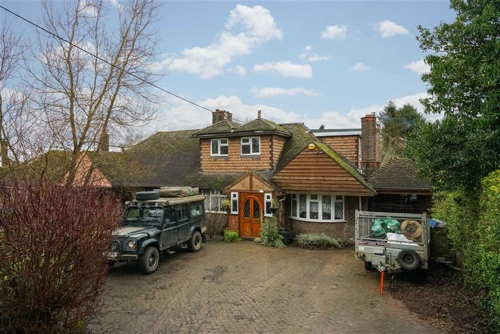 4 Bedrooms Semi Detached House for sale in Pipers Lane, Aley Green