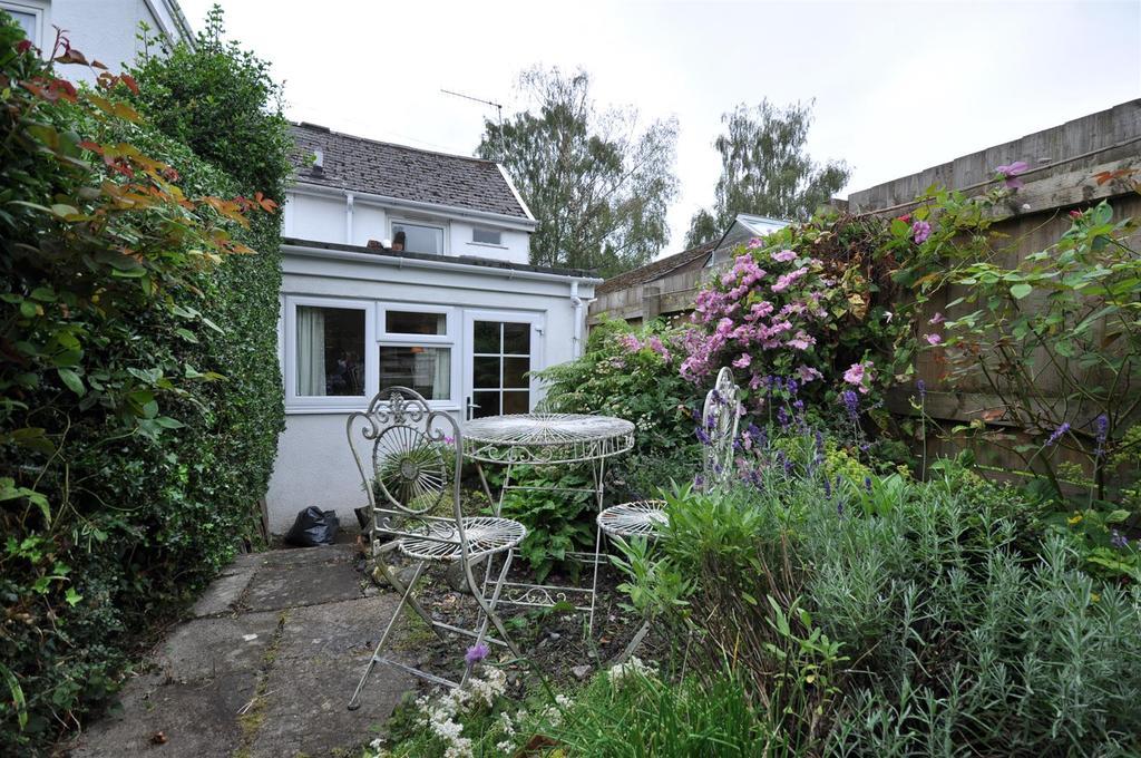 2 Bedrooms Terraced House for sale in Caeherbert Lane, Rhayader