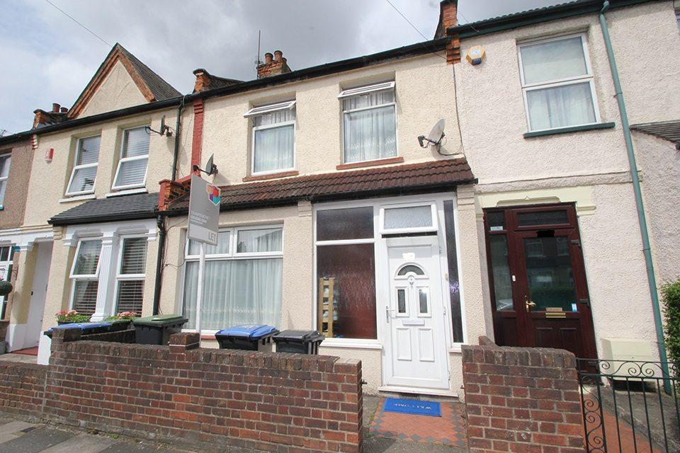 3 Bedrooms Terraced House for sale in Kingsway, Ponders End, EN3