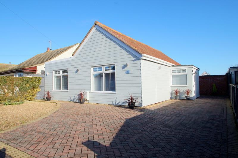 2 Bedrooms Bungalow for sale in CLACTON-ON-SEA, Essex