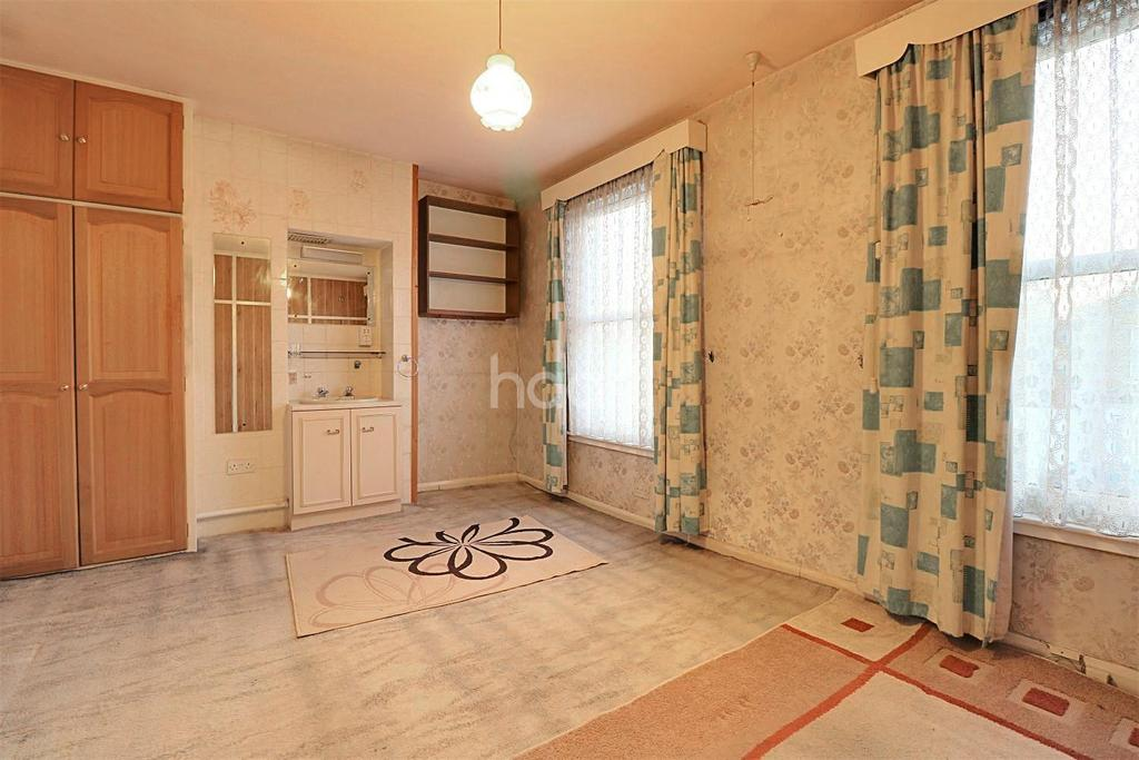 3 Bedrooms Terraced House for sale in Spencer Road, Seven Kings, Ilford, Essex