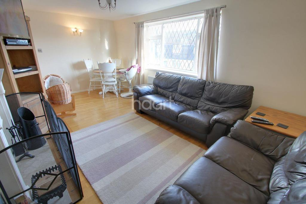 2 Bedrooms Maisonette Flat for sale in Queens Drive, Blaby, Leicester