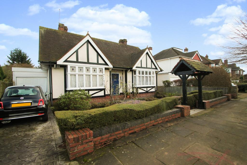 4 Bedrooms Chalet House for sale in Parkland Grove, Ashford, TW15