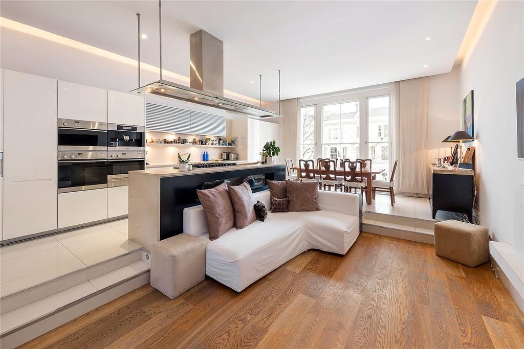 4 Bedrooms Flat for sale in Palace Gardens Terrace, Kensington, London