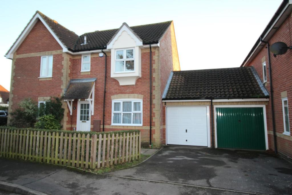 3 Bedrooms Semi Detached House for rent in Quilters Drive, Billericay, Essex, CM12