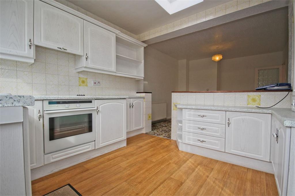 2 Bedrooms Semi Detached Bungalow for sale in Oakdene, Cottingham, HU16