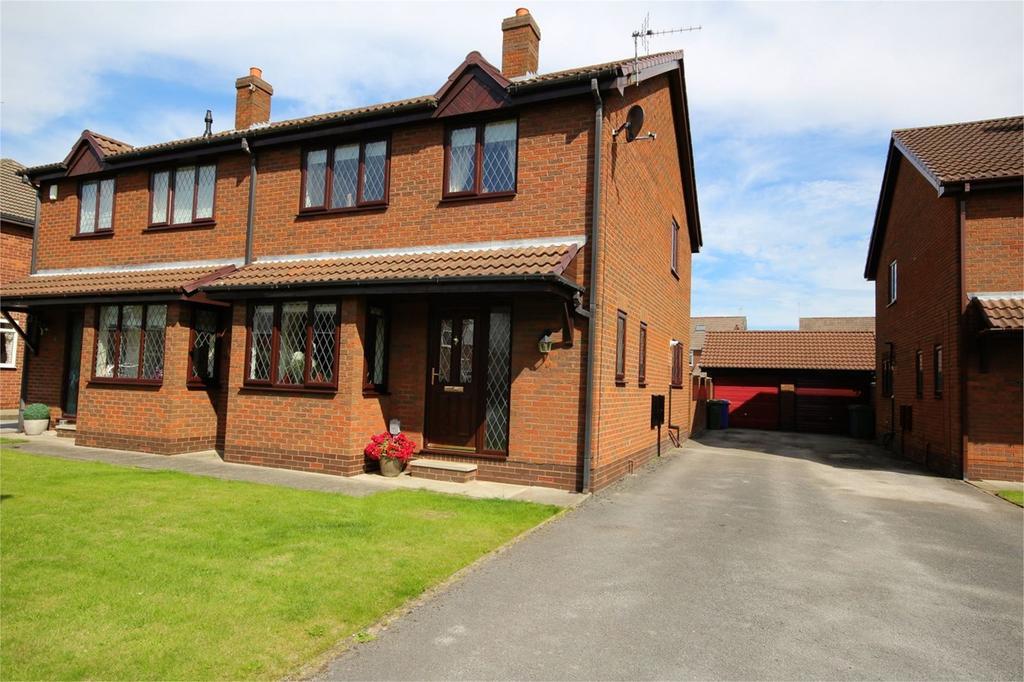 3 Bedrooms Semi Detached House for sale in Spencer Close, Cottingham, HU16