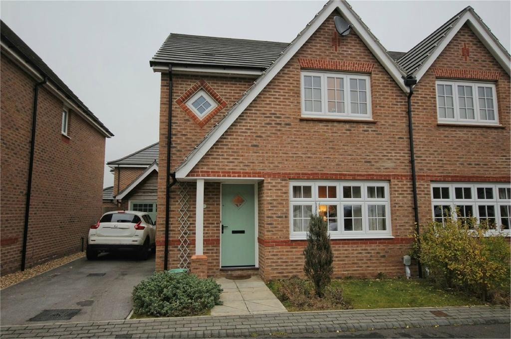 3 Bedrooms Semi Detached House for sale in Whitsun Grove, COTTINGHAM, HU16