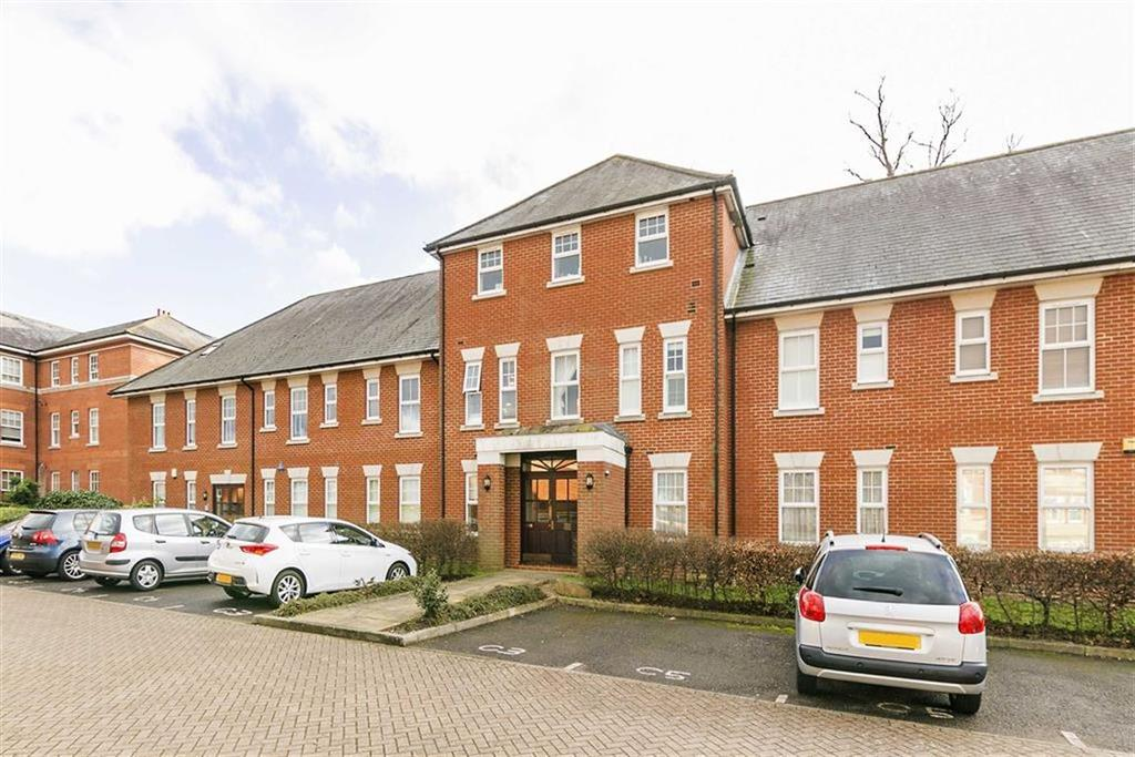 2 Bedrooms Flat for sale in Queen Alexandras Way, Epsom, Surrey