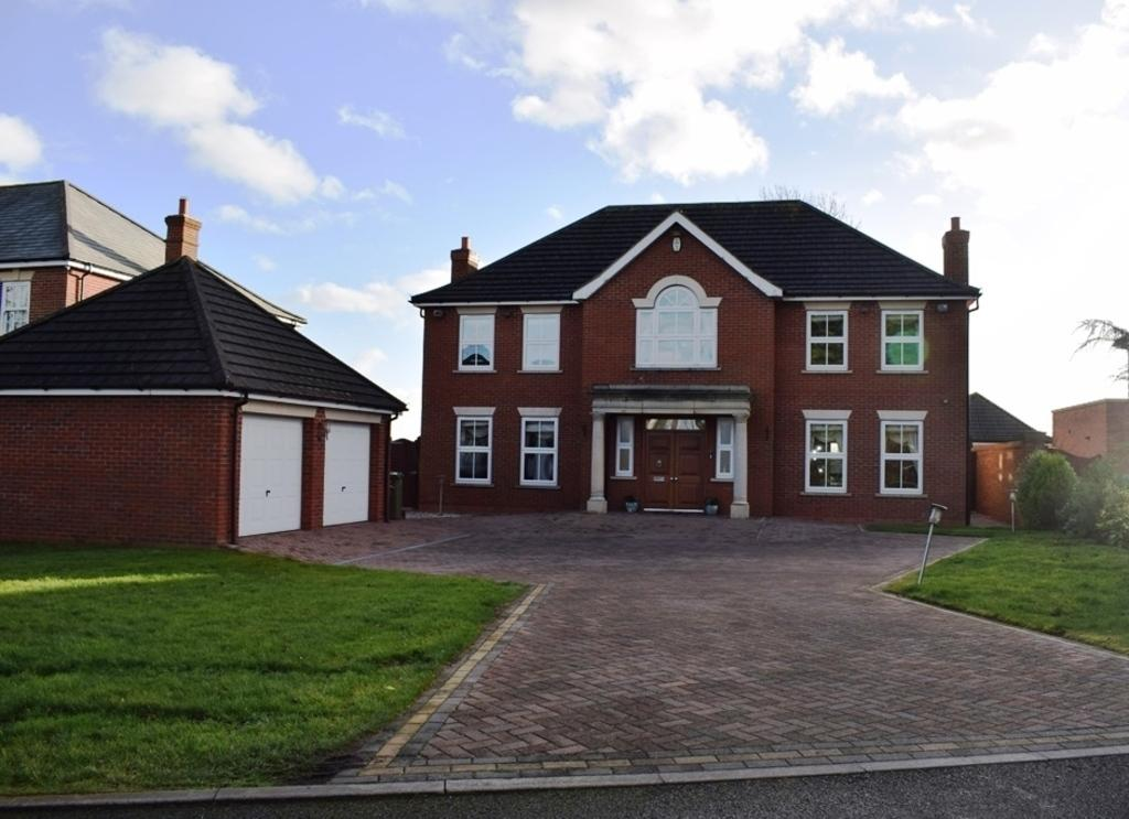 4 Bedrooms Detached House for sale in Old Paddock Court, Humberston