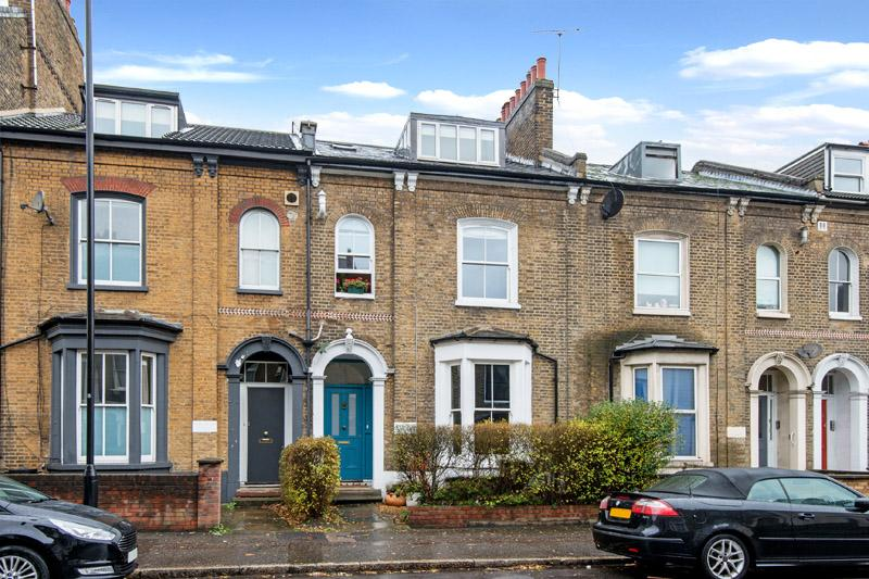 3 Bedrooms Flat for sale in Cricketfield Road, London E5