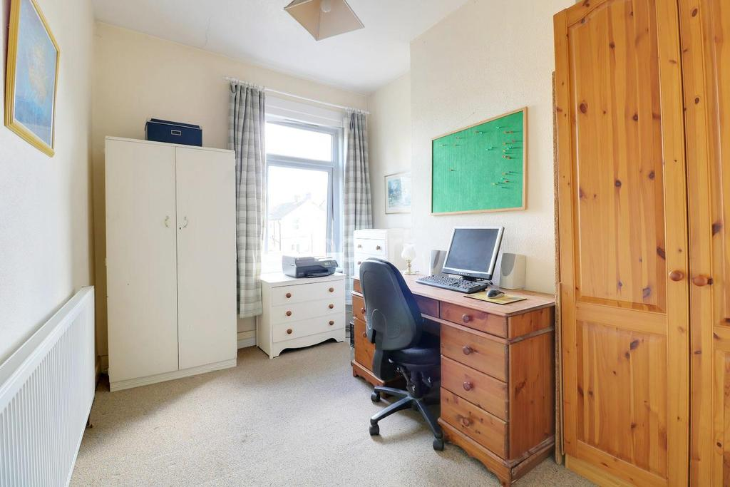 2 Bedrooms Terraced House for sale in Douglas Road, Hornchurch, RM11