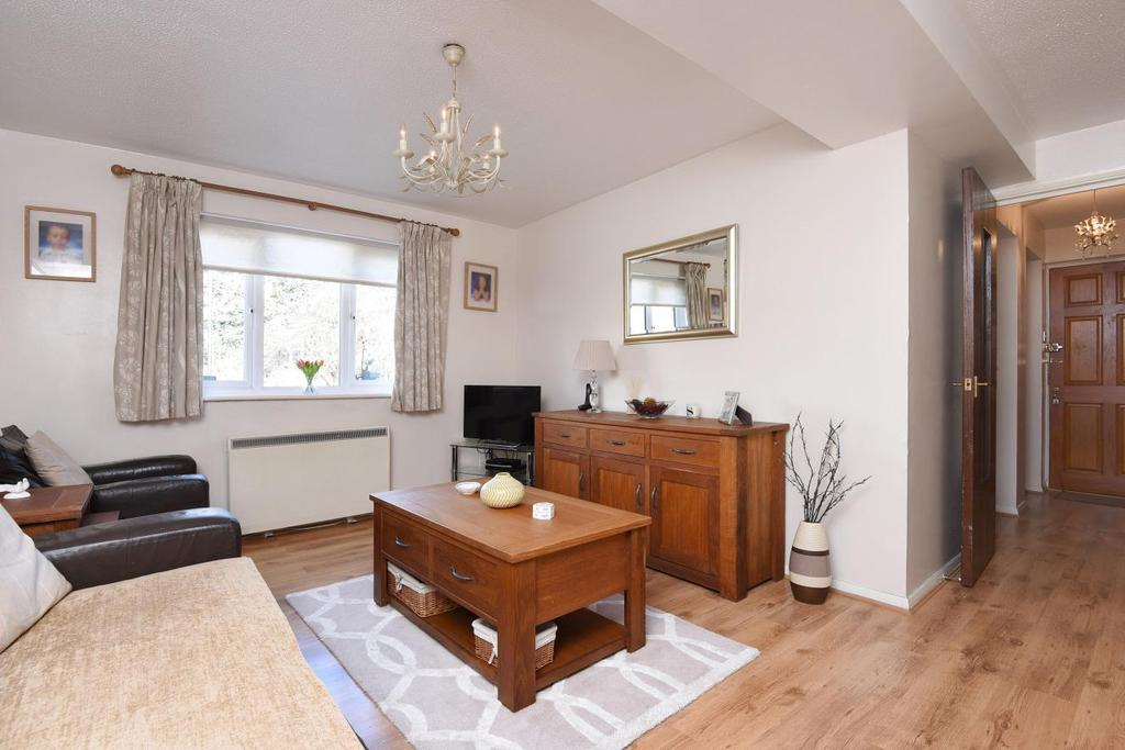 2 Bedrooms Flat for sale in Caroline Close, Streatham