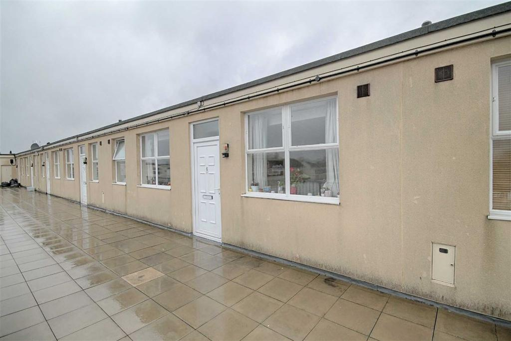 3 Bedrooms Flat for sale in Edinburgh Place, Hesters Way, Cheltenham, GL51
