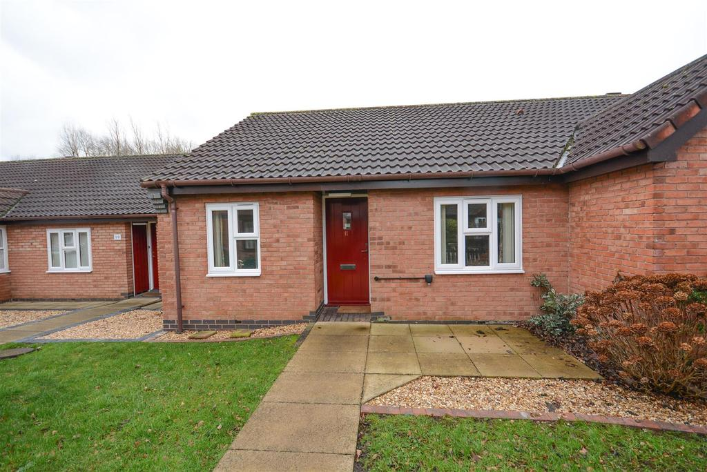 2 Bedrooms Terraced Bungalow for sale in Kingfishers Court, West Bridgford, Nottingham