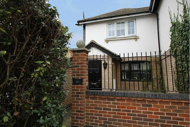 2 Bedrooms Semi Detached House for sale in Dray Court, Maltings Park, Colchester Road, Colchester, Essex, CO6
