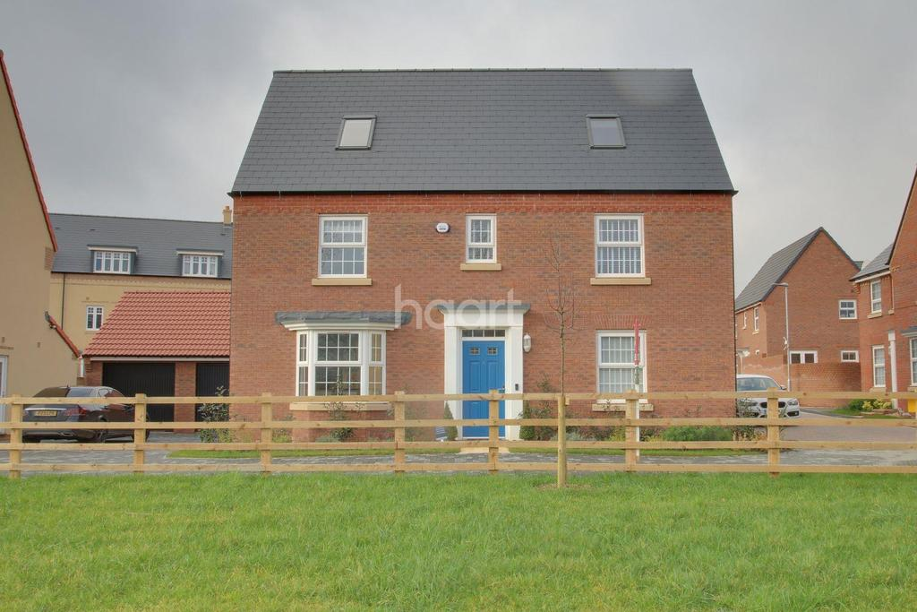 6 Bedrooms Detached House