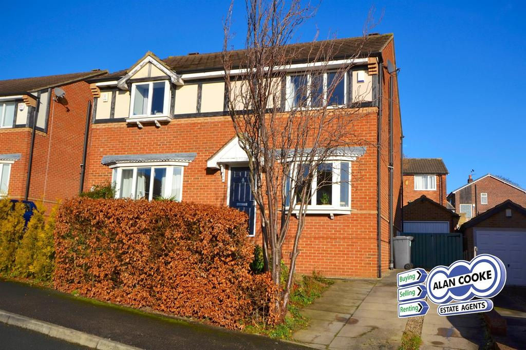 3 Bedrooms Semi Detached House for sale in Woodside Avenue, Meanwood