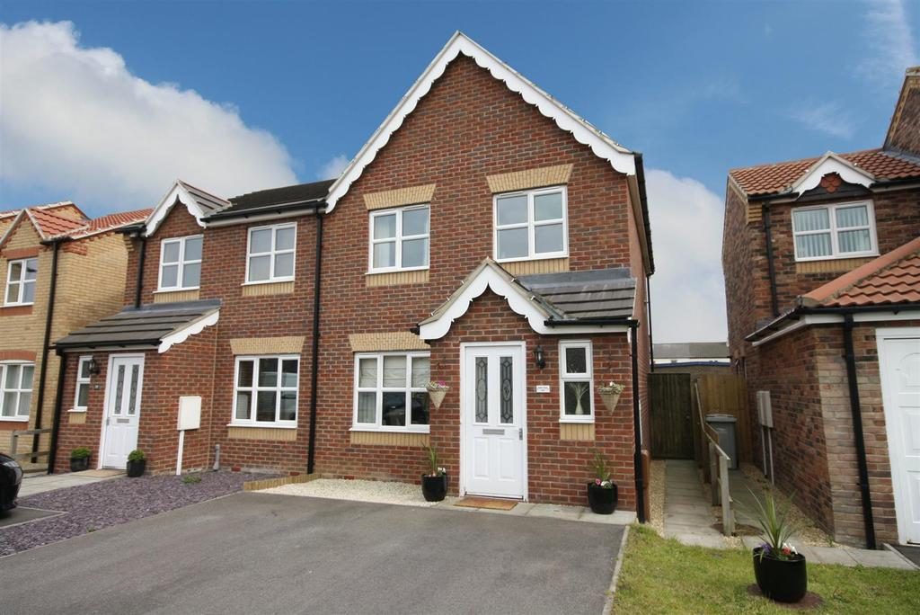 3 Bedrooms Semi Detached House for sale in Faldos Way, Mablethorpe