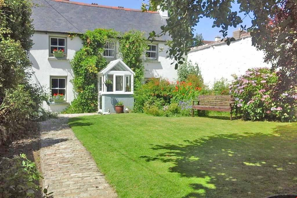 3 Bedrooms Detached House for sale in Barripper, Camborne, Cornwall, TR14