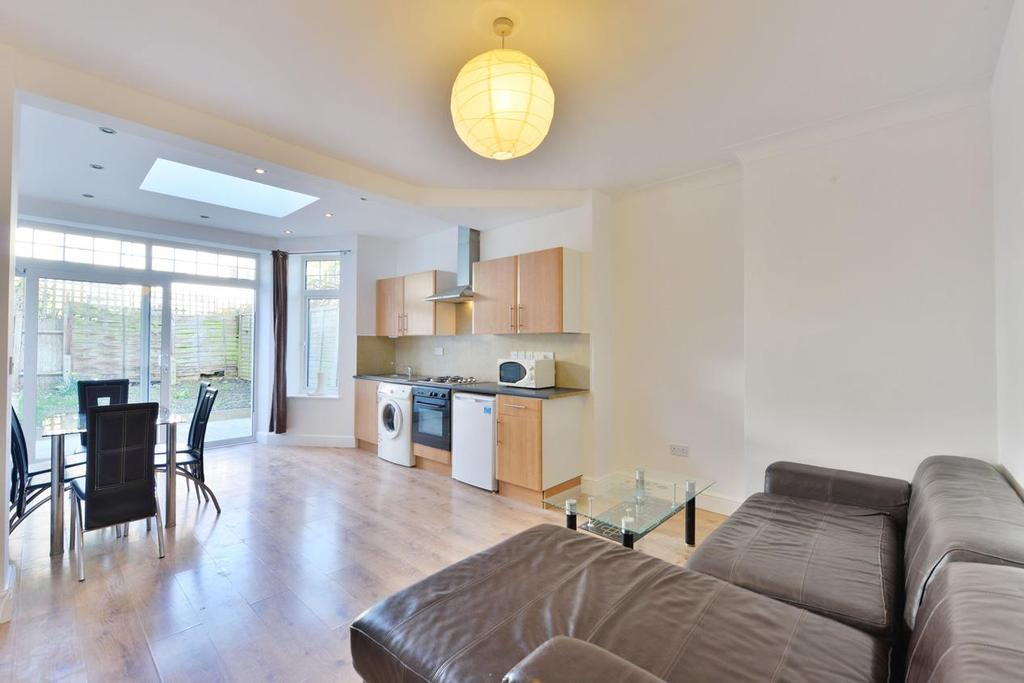 2 Bedrooms House for sale in Clifton Gardens, London