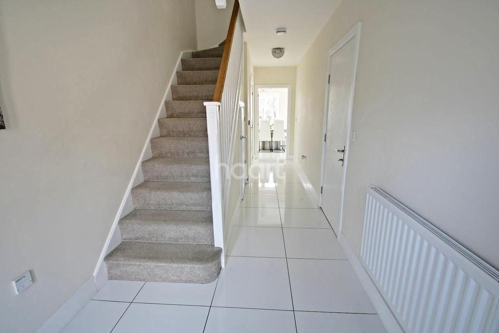 4 Bedrooms Semi Detached House for sale in Turvin Crescent, Gilston
