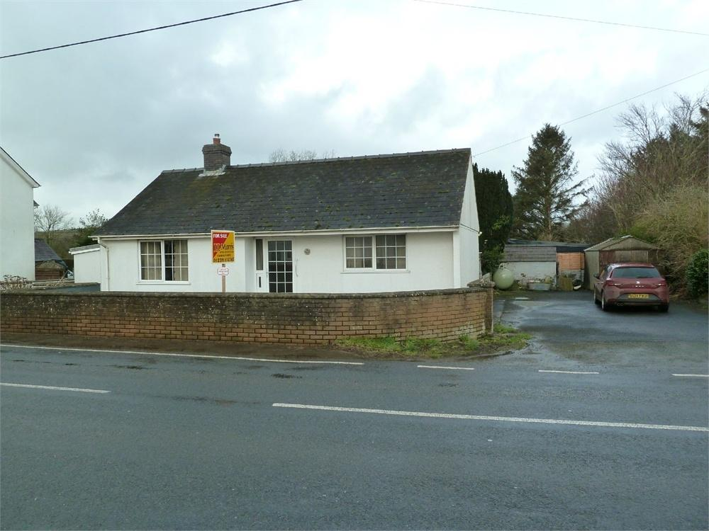 2 Bedrooms Detached Bungalow for sale in Caer YWen, Boncath, Pembrokeshire