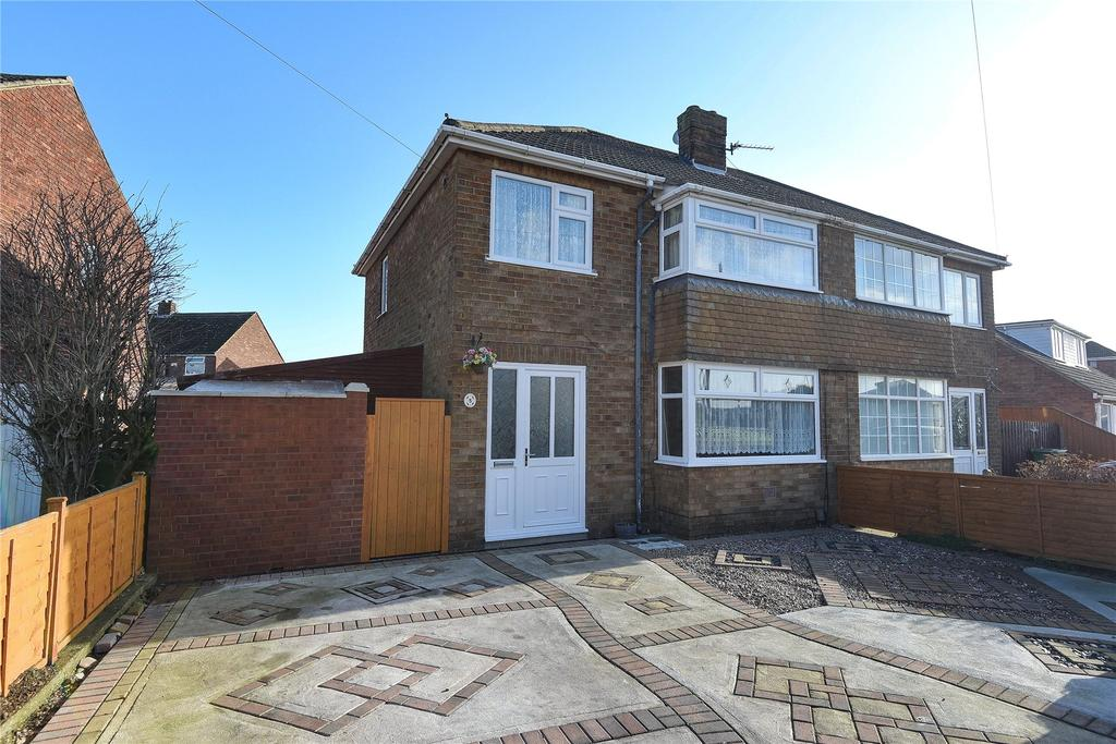 3 Bedrooms Semi Detached House for sale in Lavenham Road, Scartho, DN33