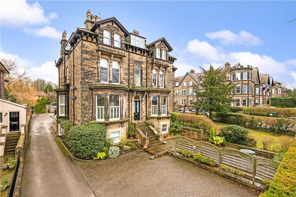 2 Bedrooms Flat for sale in Hillside House, 13 Otley Road, Harrogate, North Yorkshire, HG2
