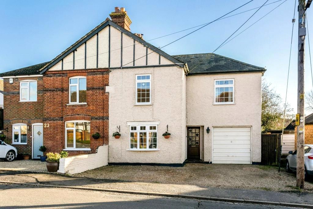 3 Bedrooms Semi Detached House for sale in Northern Woods, Flackwell Heath, High Wycombe, Buckinghamshire, HP10