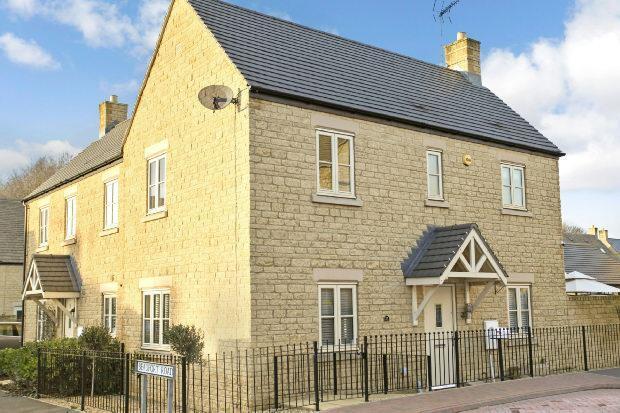 4 Bedrooms Semi Detached House for sale in Lysander Way, Moreton-in-marsh