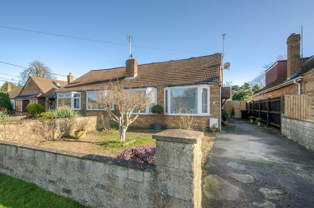 2 Bedrooms Semi Detached Bungalow for sale in High Street, Whittlebury, Towcester