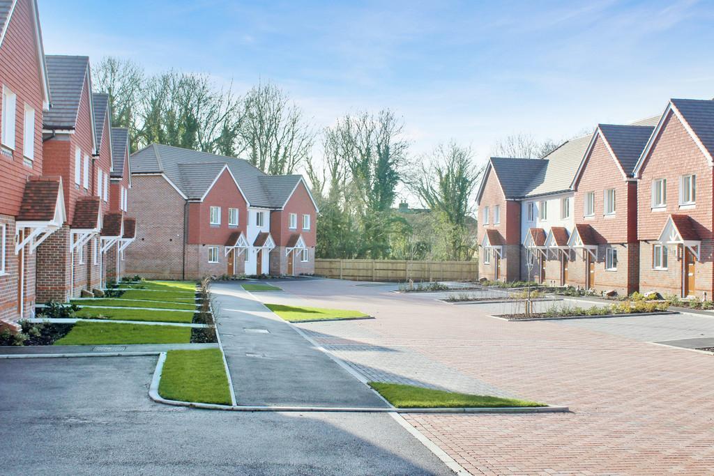 2 Bedrooms Semi Detached House for sale in Storrington Road, Thakeham