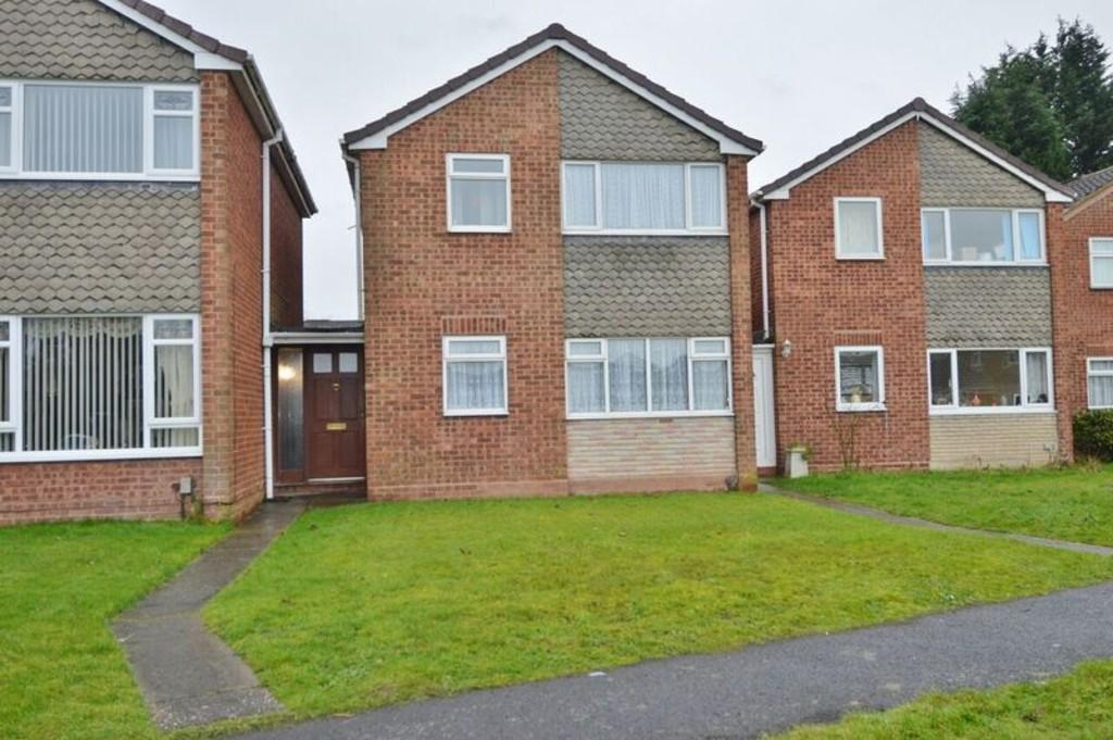3 Bedrooms Link Detached House for sale in Swallow Close, Rugeley