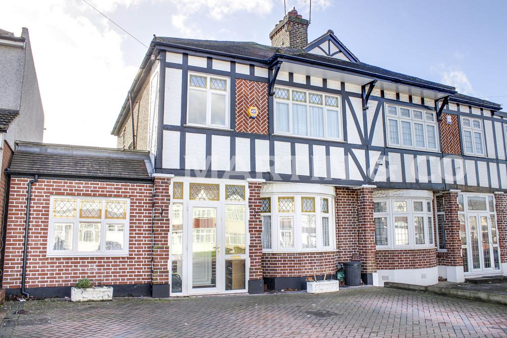 3 Bedrooms Semi Detached House for sale in Clayhall Avenue, Clayhall