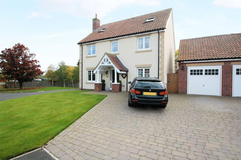 5 Bedrooms Detached House for sale in Willow Bridge Close, Carlton, TS21