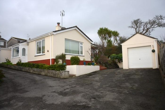 4 Bedrooms Bungalow for sale in 42 Tenderah Road, HELSTON, TR13