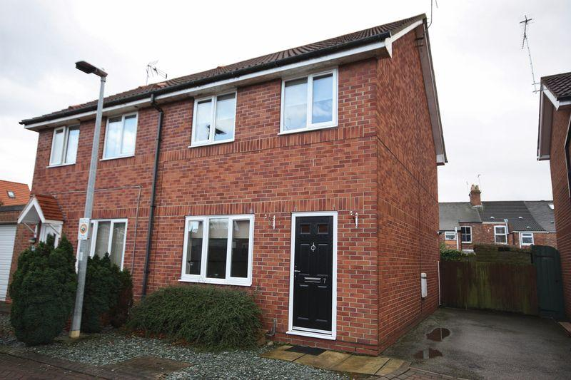 2 Bedrooms Semi Detached House for sale in The Maltings, Beverley