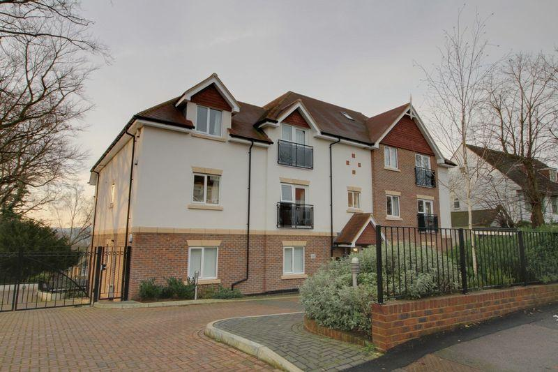 2 Bedrooms Apartment Flat for sale in Russell Hill,West Purley