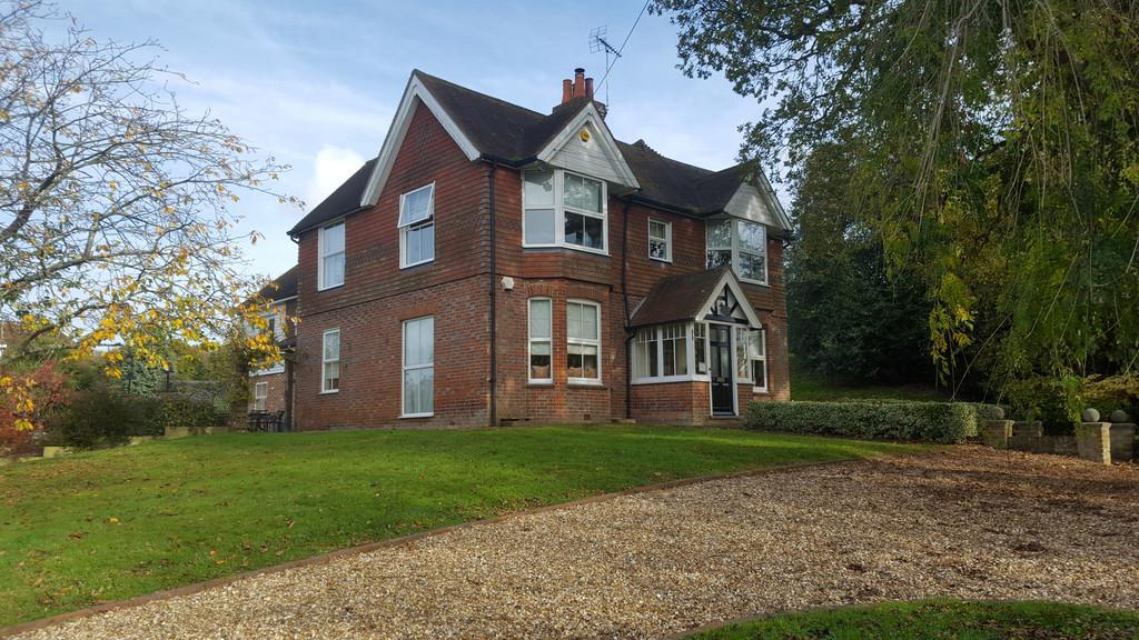 5 Bedrooms Detached House for rent in Woodchurch, Ashford