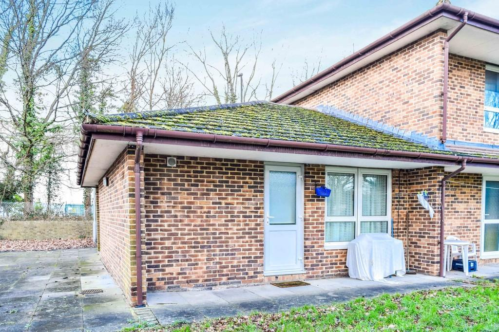 Studio Flat for sale in Dalewood Gardens, Northgate